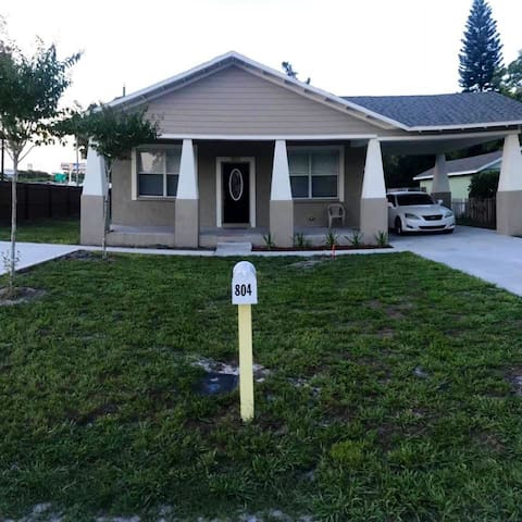 Great Location - One Bedroom Tampa