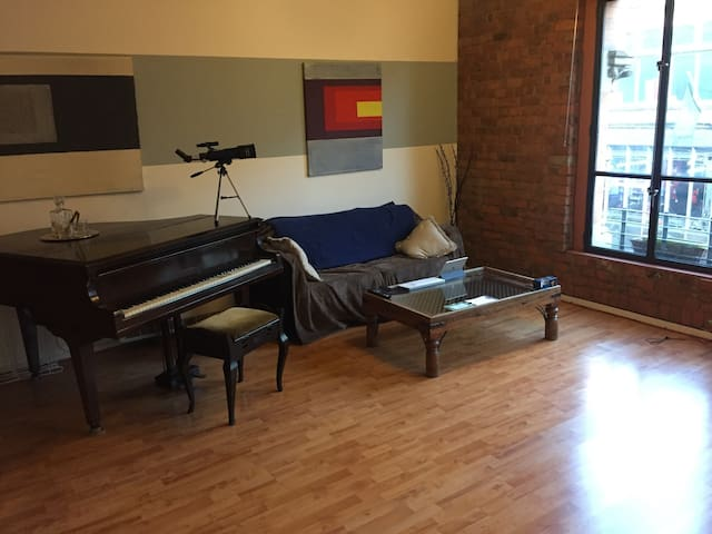 Central, cool and open NQ converted apartment - Manchester - Appartement