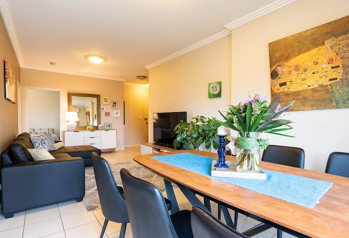 Sydney Inner West 2bd 2bth apt + parking