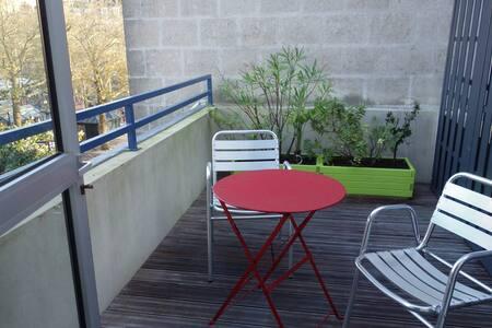 Hyper centre avec terrasse!