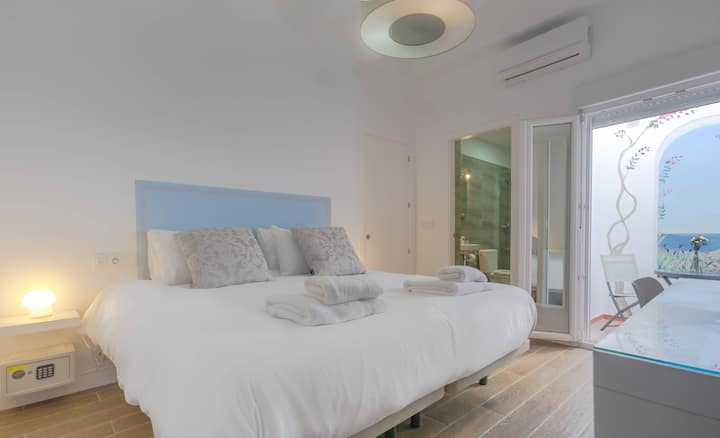 'Crianza' a Boutique Room in the Heart of Ayamonte
