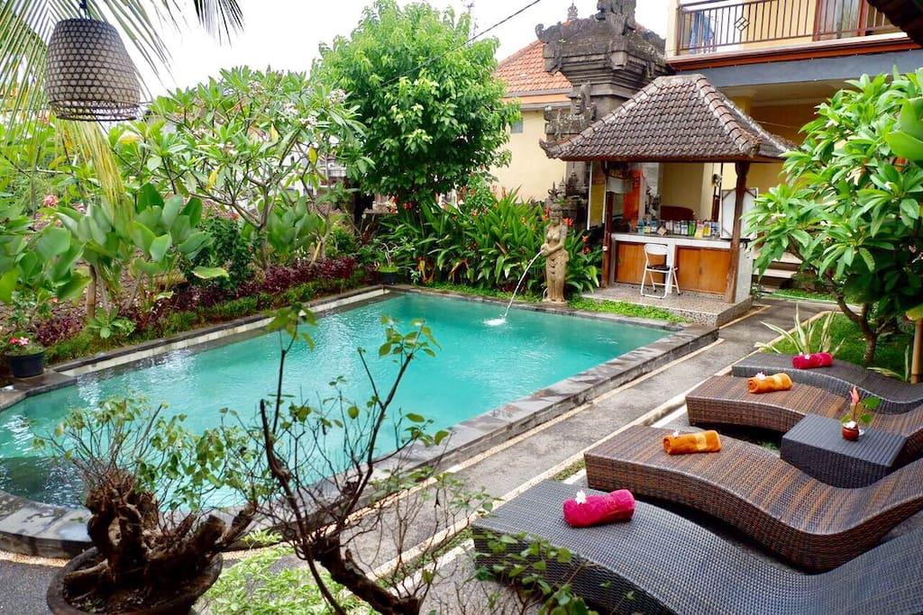 budi haus im zentrum von ubud 2 bungalows zur miete in. Black Bedroom Furniture Sets. Home Design Ideas