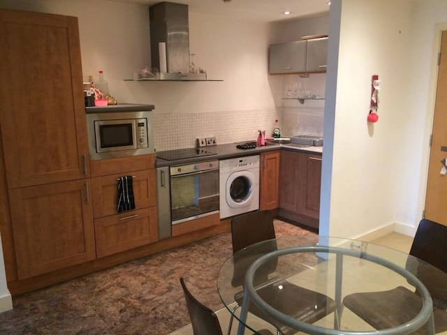 Room in Nottingham City Center NG1 (Hockley Area). - Nottingham