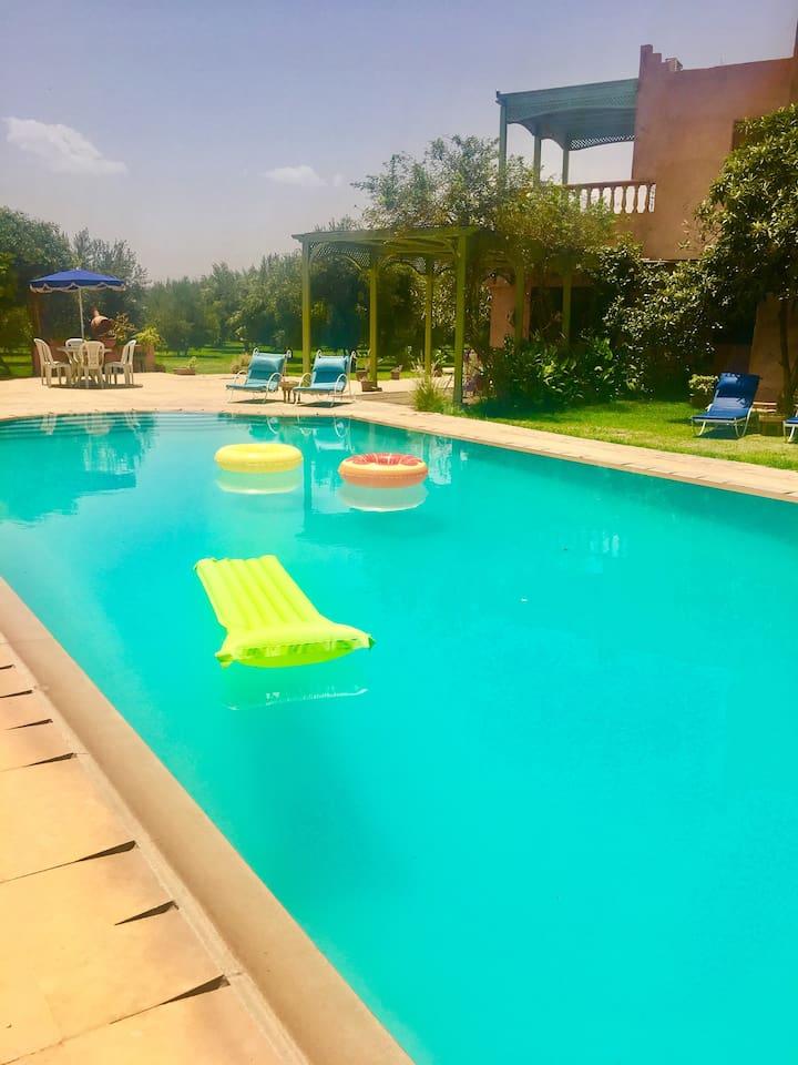 Une belle piscine privée  pour bien profité de l été !!!!!