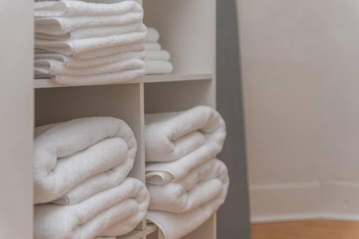 Thick, comfy towels!