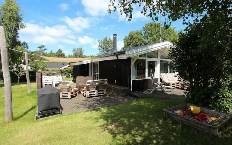 Family friendly holiday home - close to the beach
