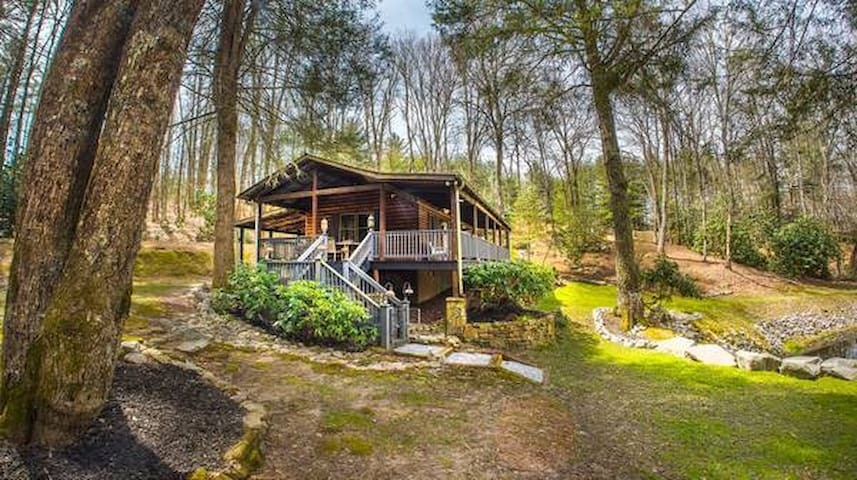 Cottage at Casuarina Lodge - Luxury, Pet Friendly