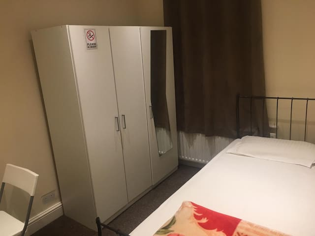 Cosy Room2 in London(3mins walk from station)