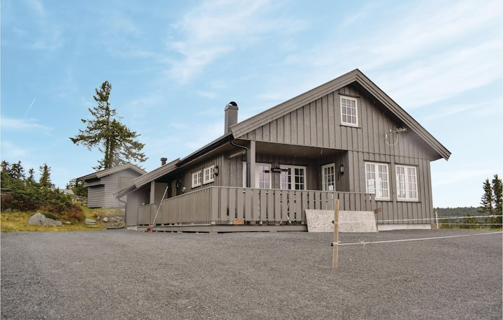 Stunning home in Sjusjøen with Sauna and 3 Bedrooms