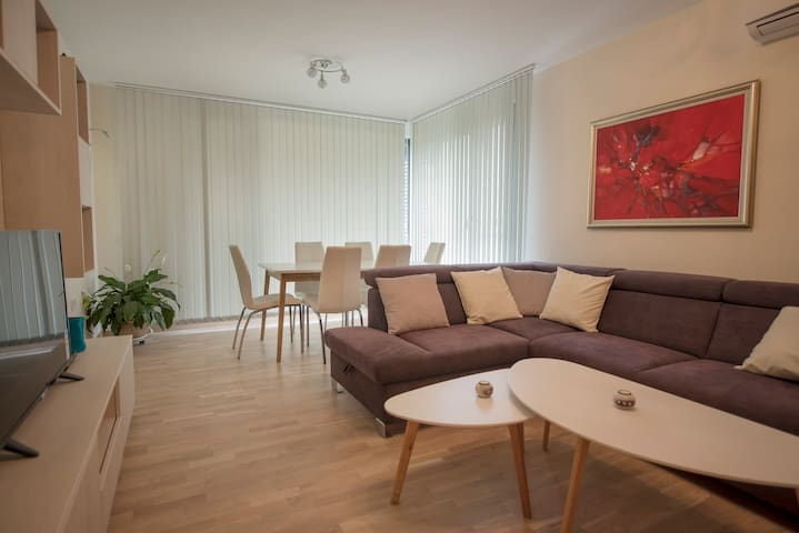 Brand new luxurious artsy apartment in city center
