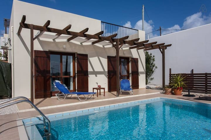 2 -Bedroom Villa - Private Pool and Privacy!