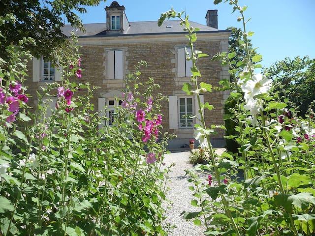 Côté-Marais - Les conquérants des marais - Chaillé-les-Marais - Bed & Breakfast