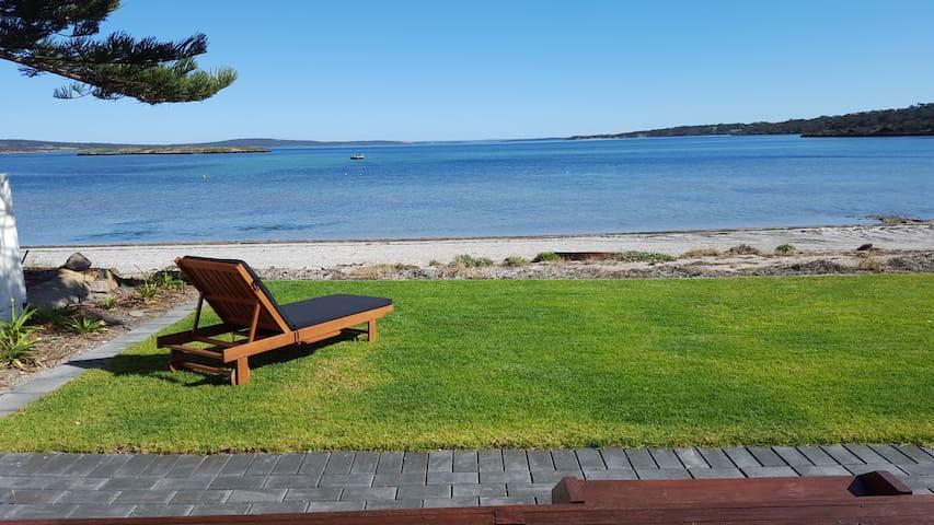 Vandy's Shack at Mount Dutton Bay