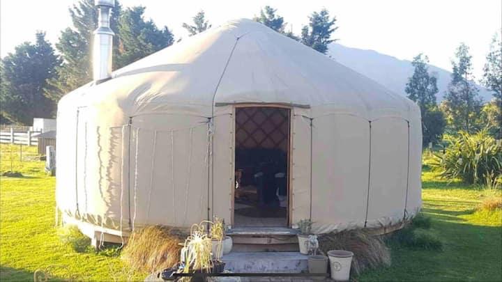 Tiroroa Lodge & Yurt