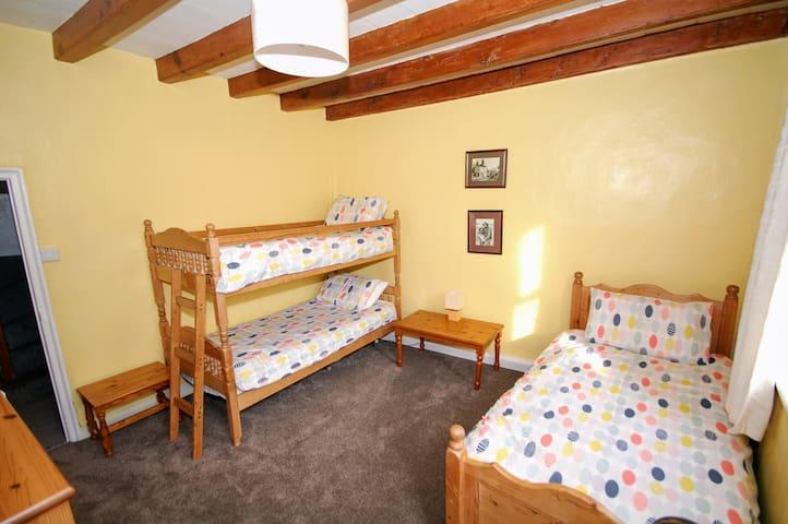 1st floor bedroom, bunk bed and single bed