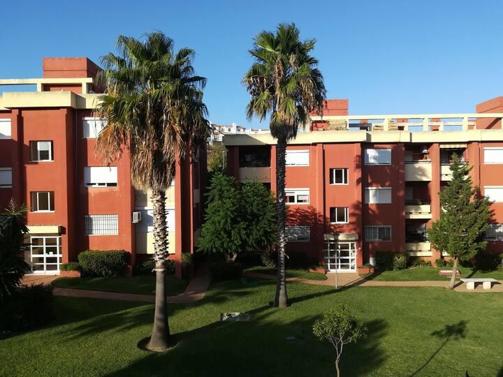 Residencia con jardines cerca playa Getares