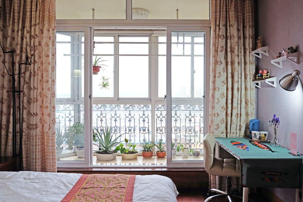 房间连阳台
