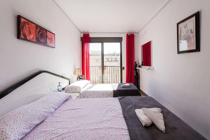Habitación amplia con balcón! - La Pobla de Farnals - Huoneisto
