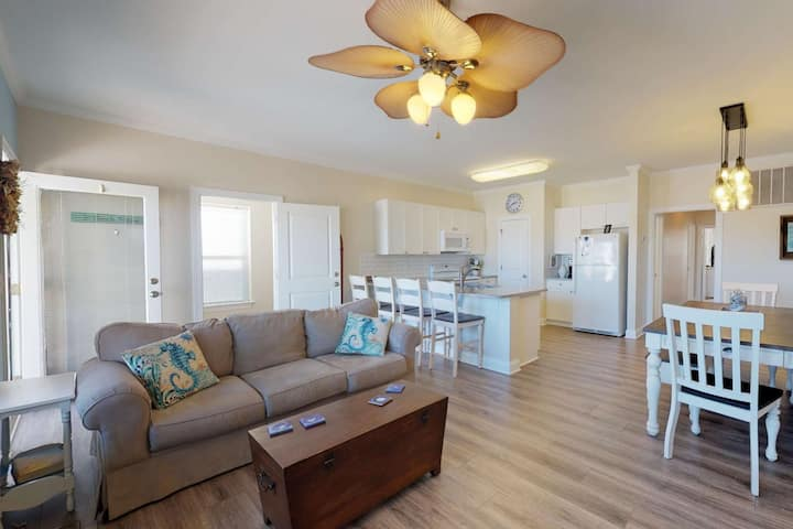 Large Family Home, Pets OK, Easy Beach Access, Bikes, Quiet Street, Patio, Ample Parking