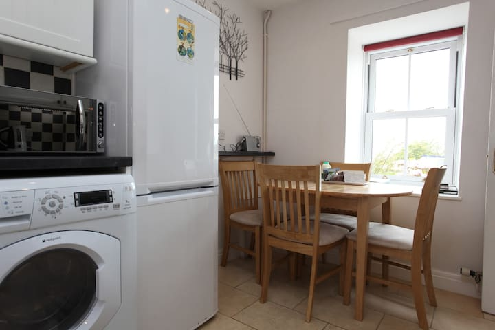Cosy character cottage in the heart of St Davids - Saint Davids - House