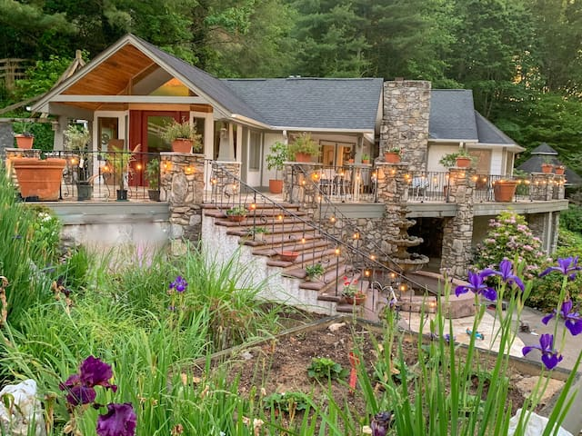 Private Luxury Farm Villa 25 mins to Asheville