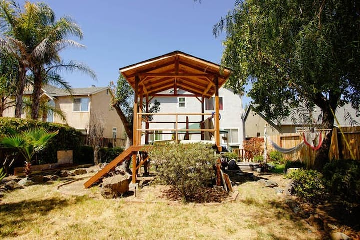 FUN TREE HOUSE - Suisun City - Hus