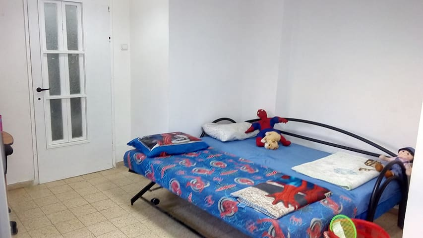 Bed in 6-Bed Mixed Dormitory Room08 - Gedera - Haus
