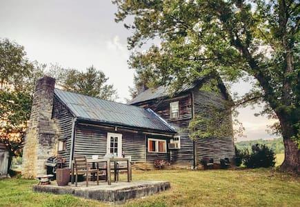 Historic Farm House on Boone Lake - Piney Flats - Casa