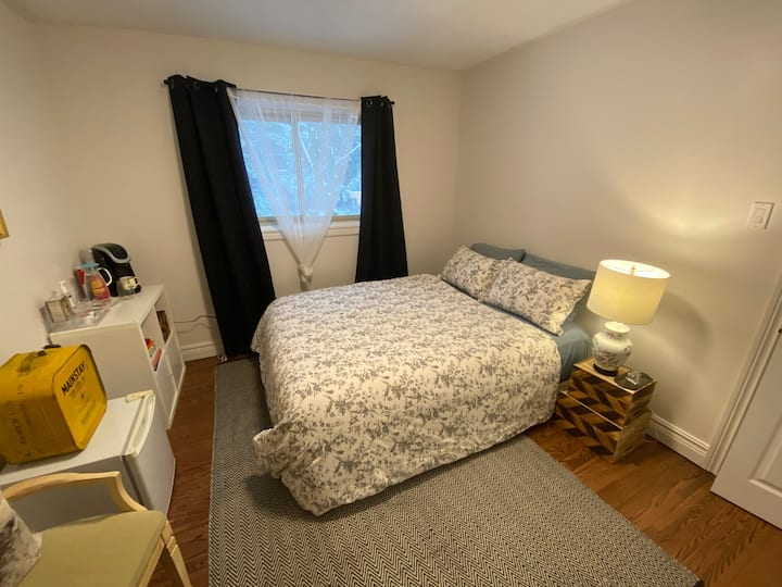Warm and comfy private room in west end Ptbo