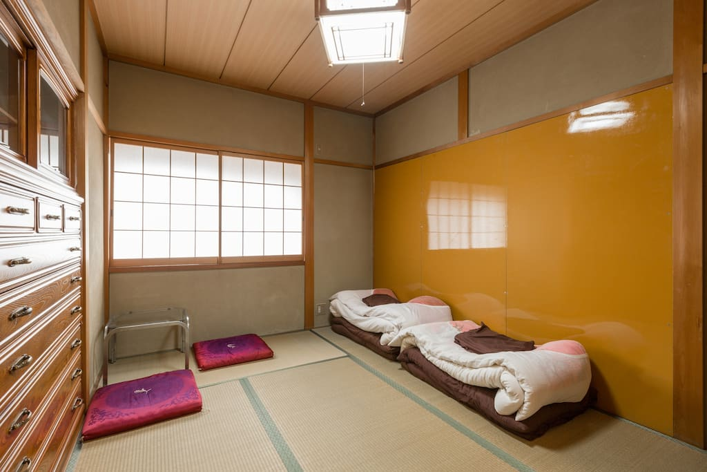 It is an old Japanese private house.