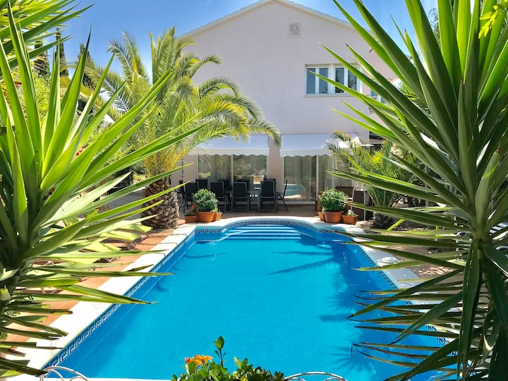Villa Rosa Heated Pool,lots of sports, near Sitges