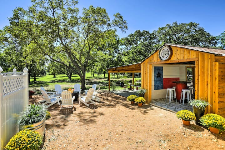 'Texas Roots' 3BR Fredericksburg House w/Hot Tub!