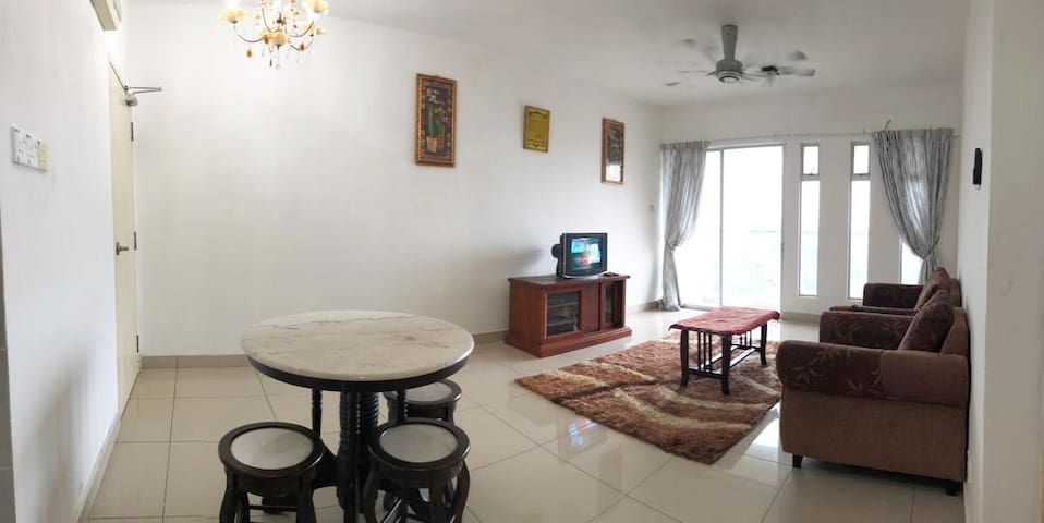 Spacious Apartment Next to KB Mall - FREE PARKING