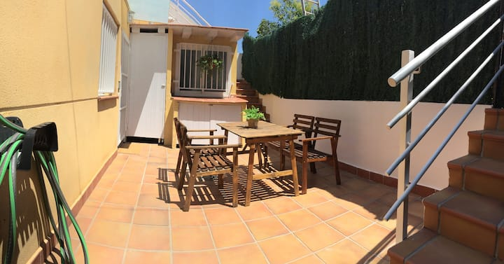 DETACHED HOME with VIEWS 5PP/AC/Wi-Fi/ROOF TERRACE