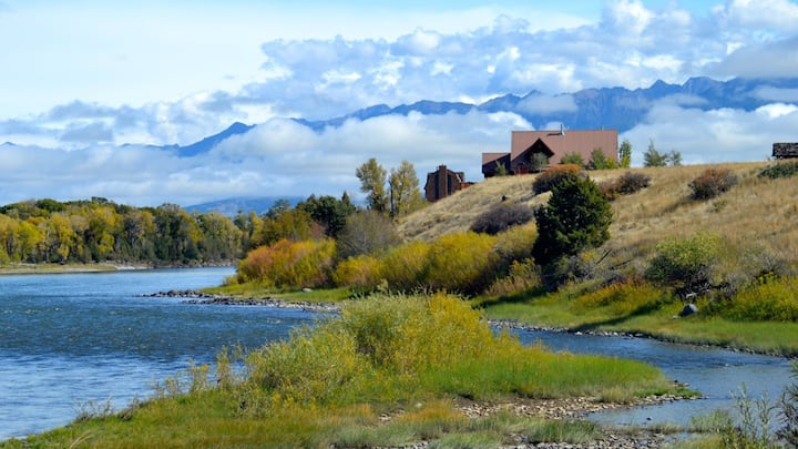 Spectacular blue ribbon fly fishing and family retreat min. from Yellowstone| 4 Bedroom, 3 Bathroom