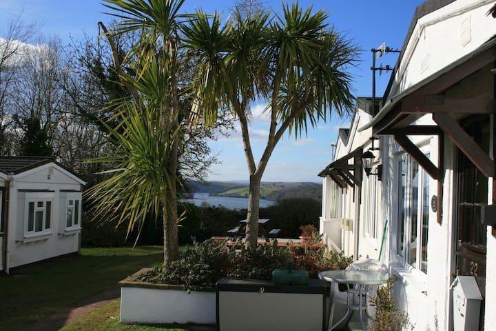 Lovely bungalow, River Dart Setting, Devon. WiFi - Galmpton - Chalet