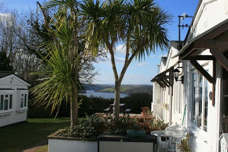 Lovely bungalow, River Dart Setting, Devon. WiFi - Galmpton