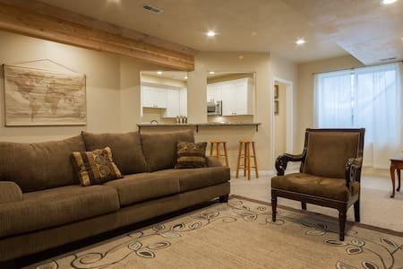 Hillside Hideaway Suite - Saratoga Springs