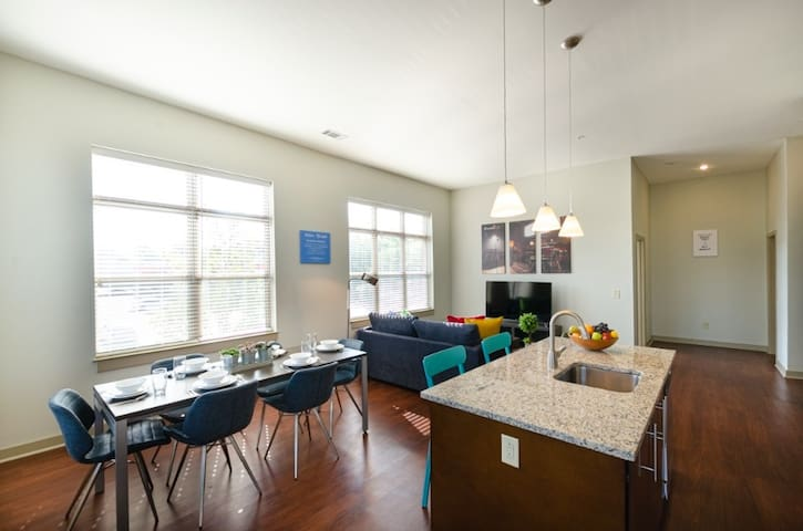 2BR Urban Apartment on Charlotte Ave.