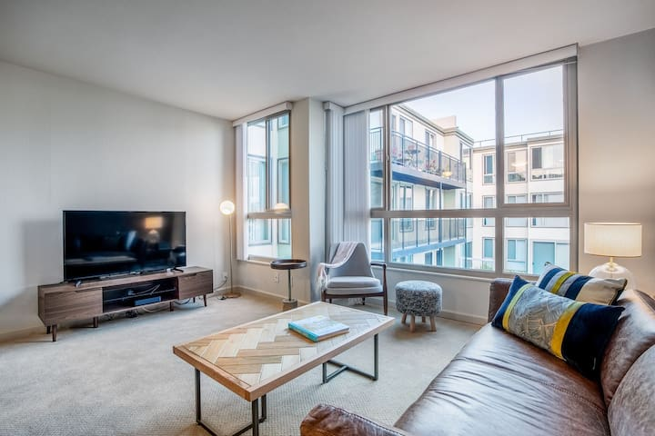 Mod North Beach 1BR w/ Pool, Parking, walk to Muni, by Blueground