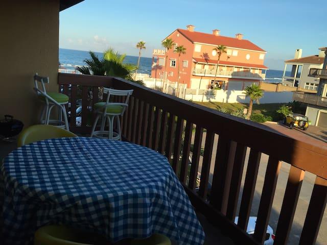 Condo Steps away f/beach! Ocean View Balcony+4beds