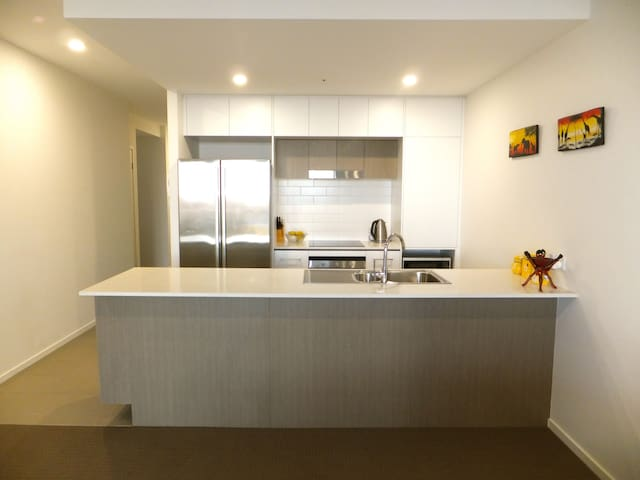 Great views, Modern Apartment - 1.7km from CBD - Newstead - Daire