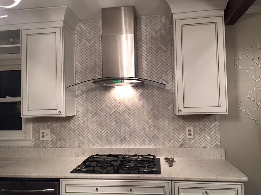 Gas Stove, Marble Backsplash