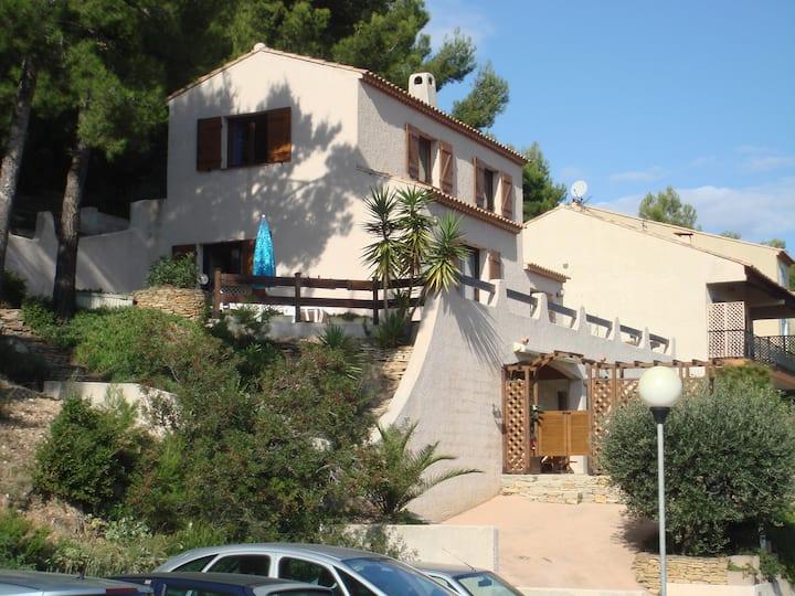 VILLA en Provence, près des plages, au calme