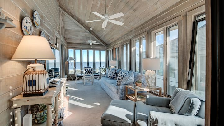 Well-appointed Oceanfront Villa with Elevator