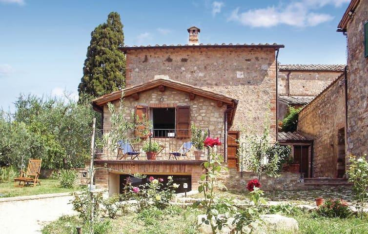 Casa nelle verdi colline di Siena