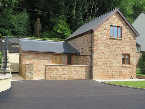 The Old Granary with Lay-Z-Spa Hot Tub