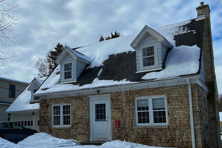 Cozy Madison home in a convenient location
