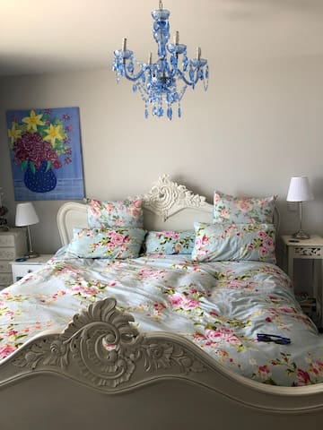 SHABBY CHIC on the WATERFRONT (no cleaning fee)