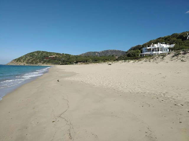 BEACHFRONT STUDIO APARTMENT 3 GEREMEAS SARDEGNA